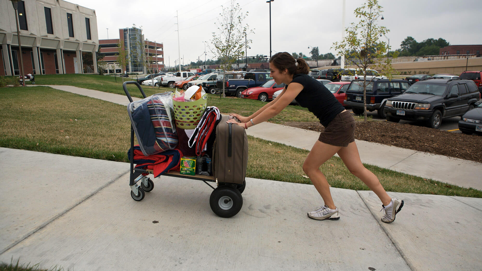Student pushing cart during move-in